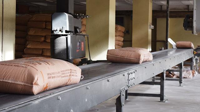 Bags staker conveyor