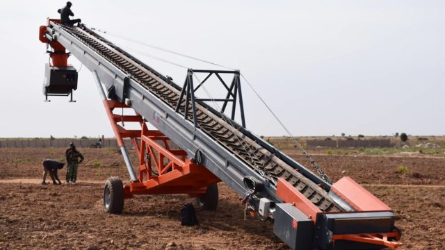 Assembly operation of SAUTEC conveyors in the Senegalese groundnut basin.