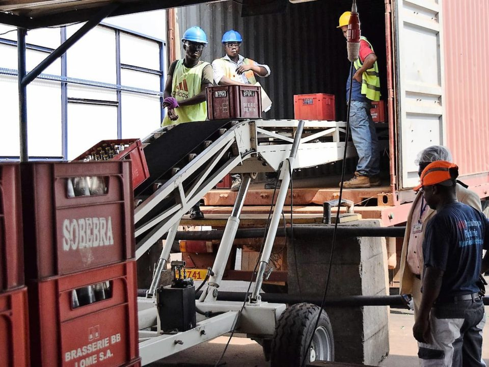 loading-conveyor-for-loading-containers